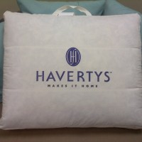 havertys-logo-on-cushion
